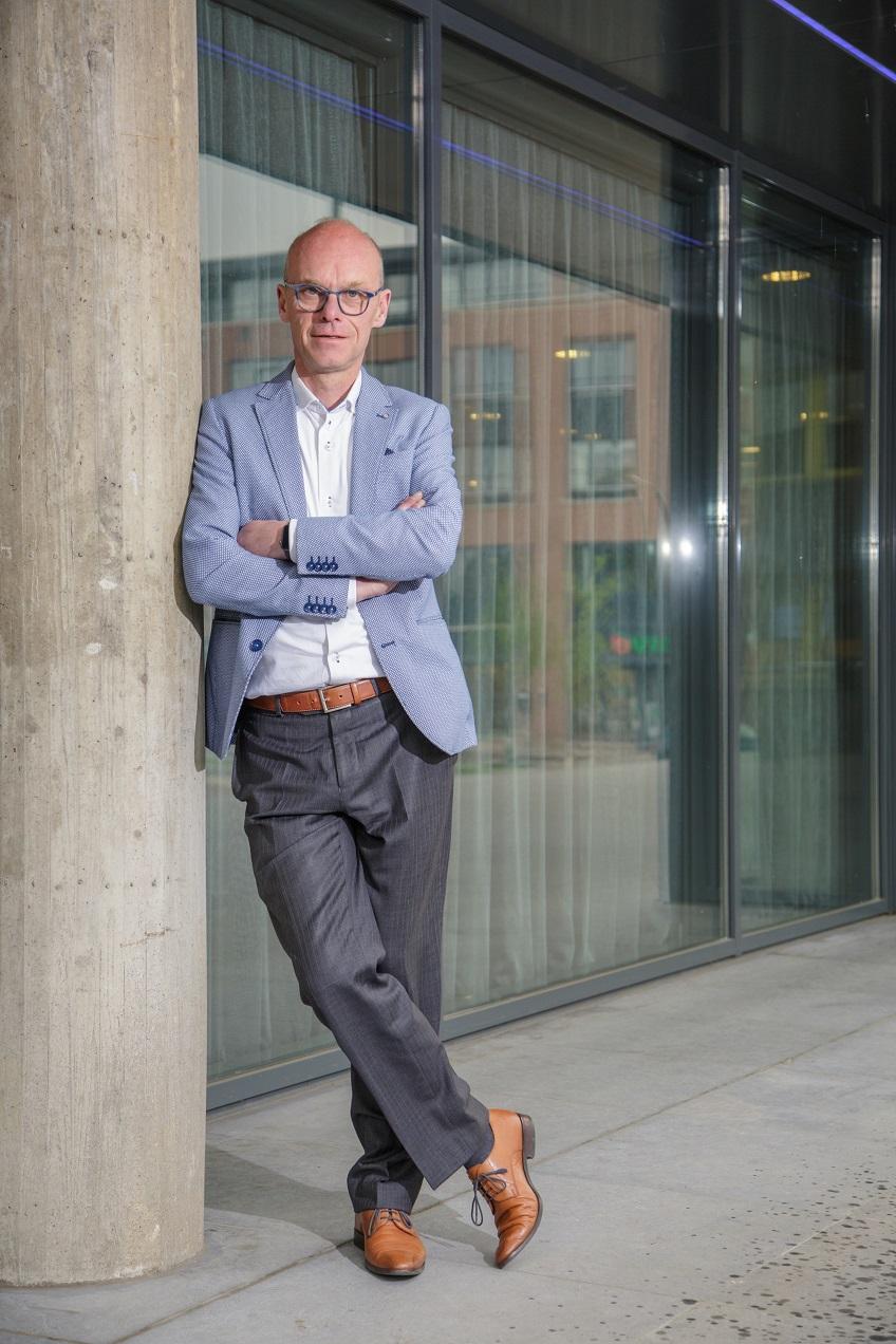 Maurits Dekker bij het stadhuis van Doetinchem - kwaliteit in de zorg